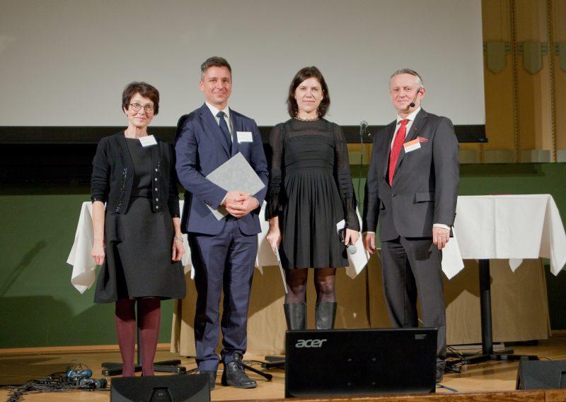 Entinen Nokia-johtaja ja nykyinen hallituksen jäsen Sari Baldauf, palkitut Teemu Roos ja Hanna Hagström sekä Nokia Säätiön hallituksen puheenjohtaja Timo Ali-Vehmas