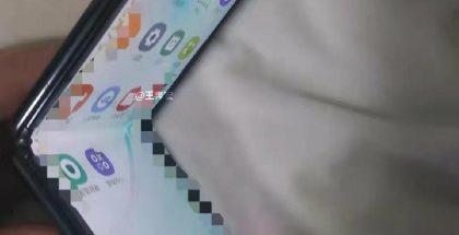 Samsungin taittuvanäyttöinen simpukkapuhelin vuotaneessa kuvassa.