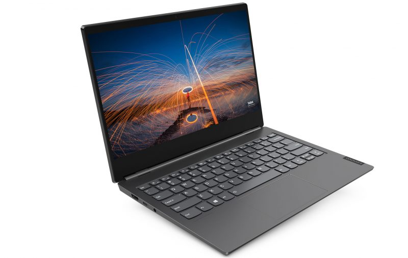 Sisäpuolelta Lenovo ThinkBook Plus on tuikitavallisen läppärin näköinen.