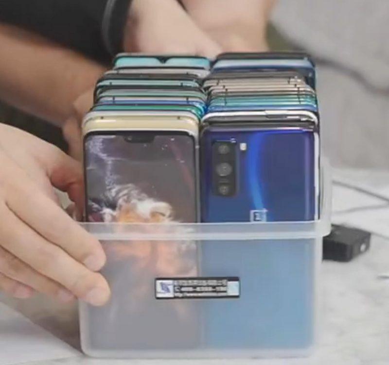 OnePlus Z:n mallikappale esillä laatikossa?