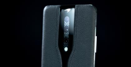 OnePlus Concept Onen prototyyppi tummalla nahkapinnalla.