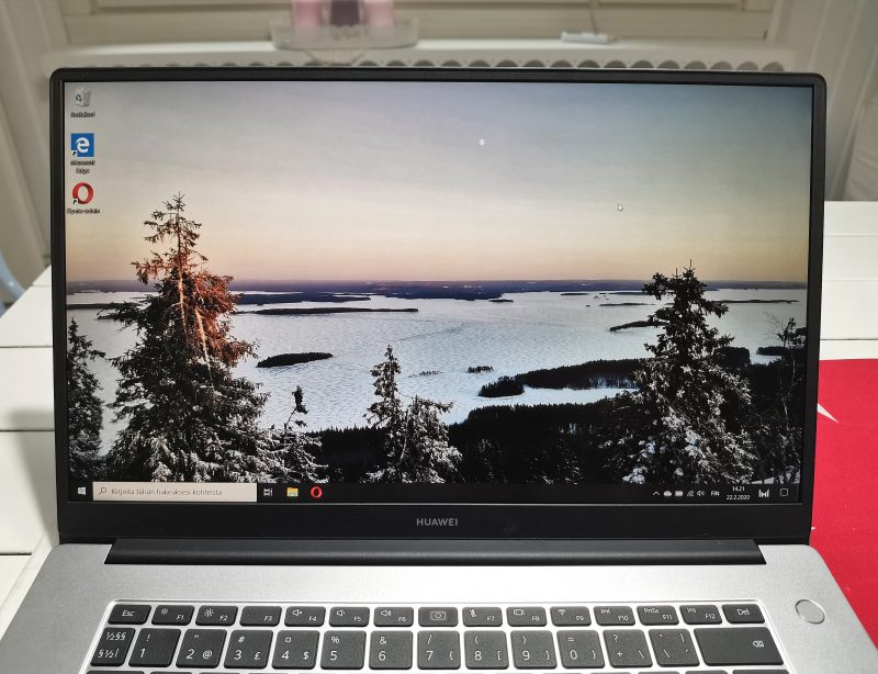 Huawei MateBook D 15:n näytöt on hyvä, muttei loistokas.