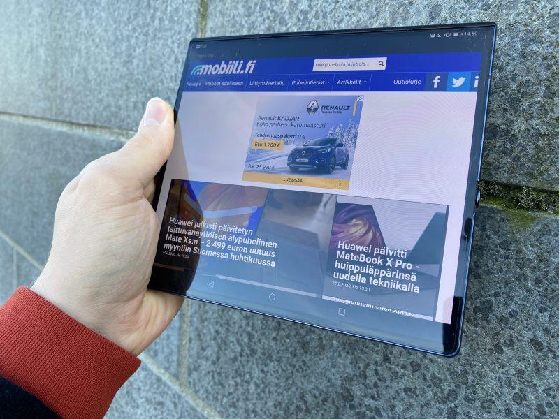 Huawei Mate Xs tarjoaa auki taitettuna kookkaan 8 tuuman näytön.