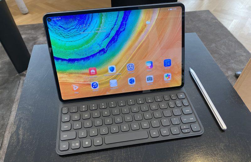 Huawei MatePad Pro, näppäimistö ja M-Pencil-kynä.