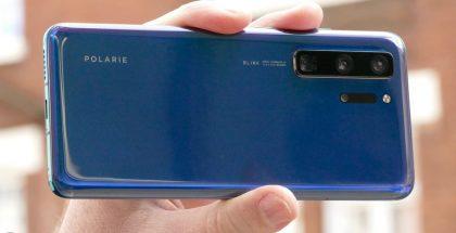 Huawei P40 Pron varhaisen vaiheen prototyyppi Digital Trendsin julkaisemassa kuvassa. Polarie- ja Blink-tekstit ovat tyypillisiä protovaiheen Huaweille. Lopuilta samoissa kohdin odotetaan lukevan Huawei ja Leica.