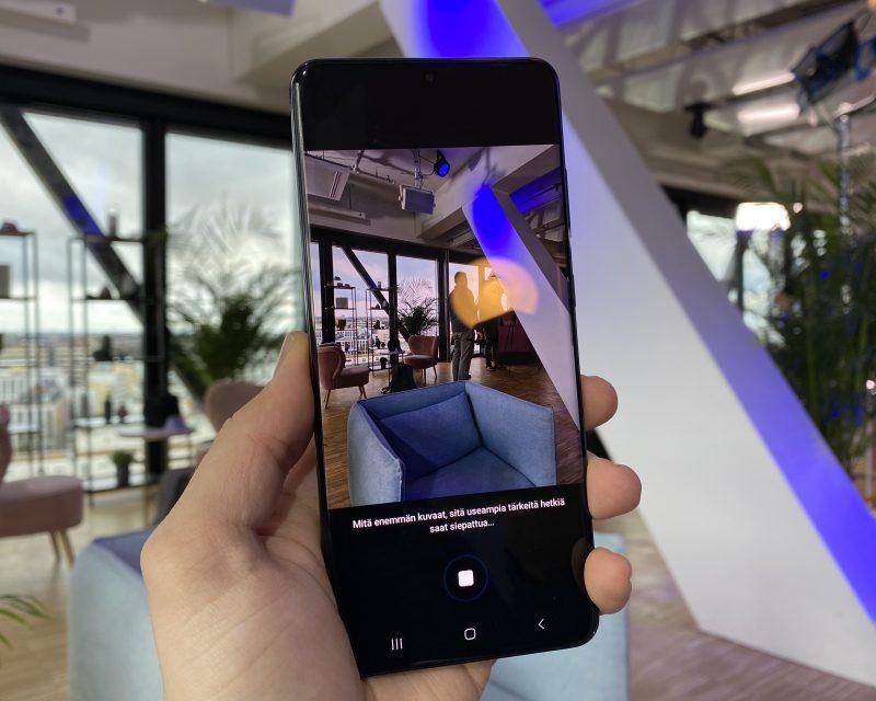 Kamerasovellus neuvoo kuvattaessa Single Take -ominaisuudella tallentamaan vielä lisämateriaalia.