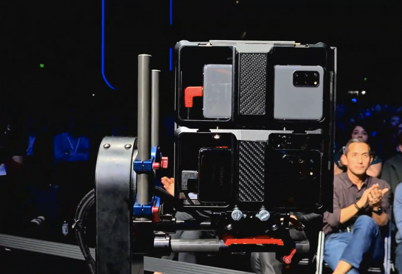 Samsung käytti Galaxy S20 -sarjan uutuuspuhelimia tilaisuuden live-lähetyksen kuvaamiseen.