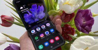 Galaxy Z Flip on Samsungin toinen taittuvanäyttöinen älypuhelin, ja tuo takaisin takavuosilta tutun simpukkarakenteen.