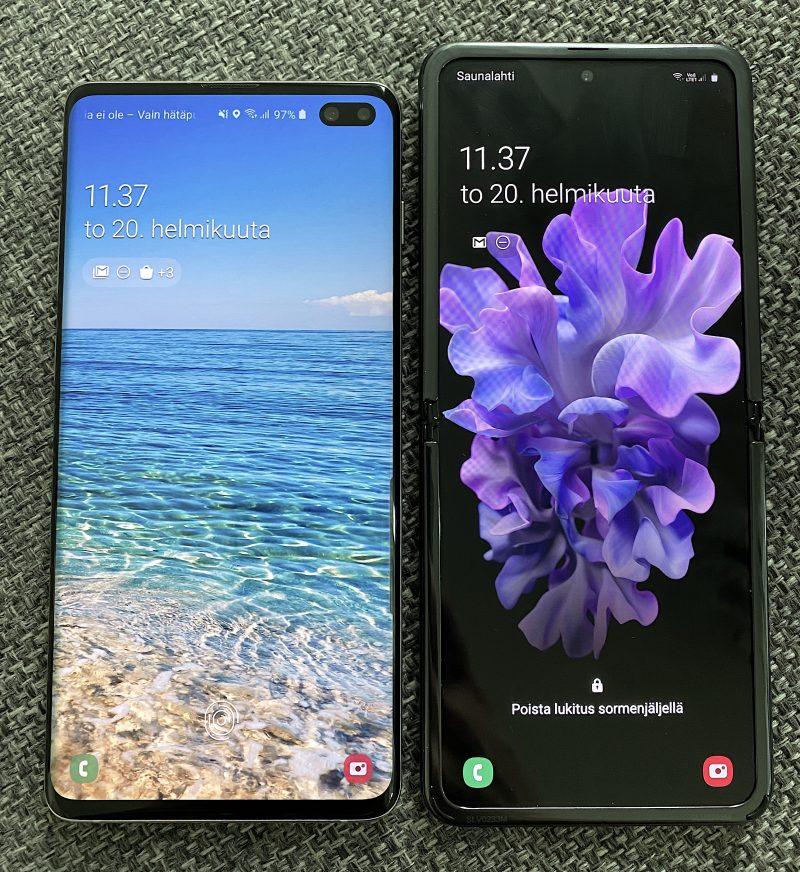 Galaxy S10+ vs. Galaxy Z Flip. S10+:ssa on 6,4 tuuman näyttö 19:9-kuvasuhteella, Galaxy Z Flipissä 6,7 tuumaa 22:9-kuvasuhteella. Galaxy Z Flipin näyttö on pidempi mutta kapeampi.
