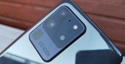 Galaxy S20 Ultrassa on neljä takakameraa.