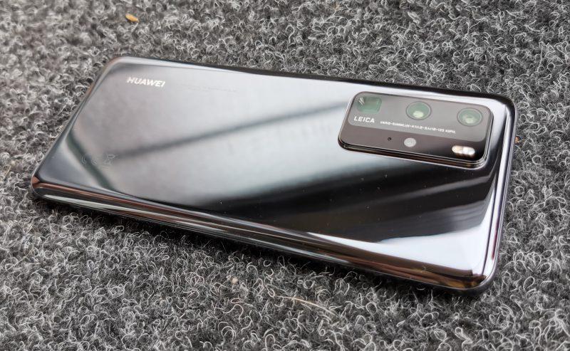 Huawei P40 Pron takakuori on lasia.