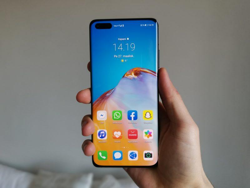 Huawei P40 Pro istuu käteen mukavasti.