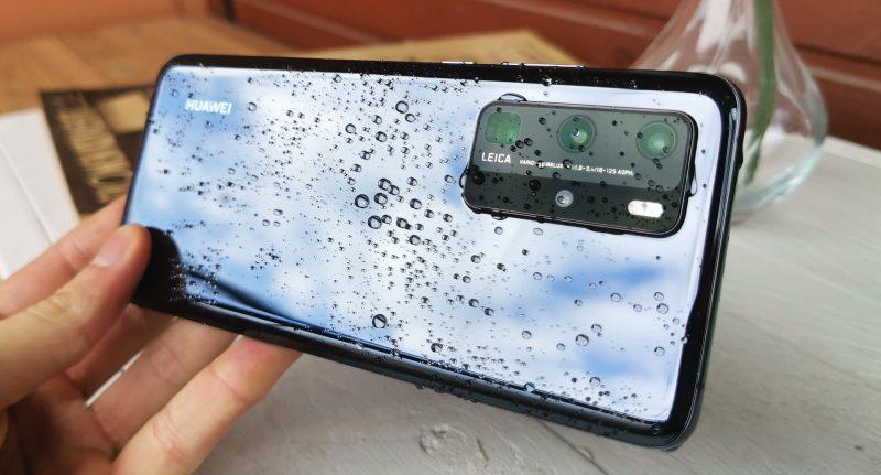 Huawei P40 Pro on pöly- ja vesitiivis IP68-luokituksen mukaisesti.