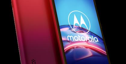 Motorola Moto E6s Sunrise Red -värissä.
