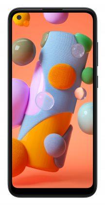 Samsung Galaxy A11:ssä on 6,4 tuuman näyttö ja etukamera on sijoitettu näytön vasempaan yläkulmaan.