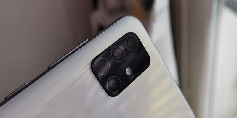 Takana on neljä kameraa.