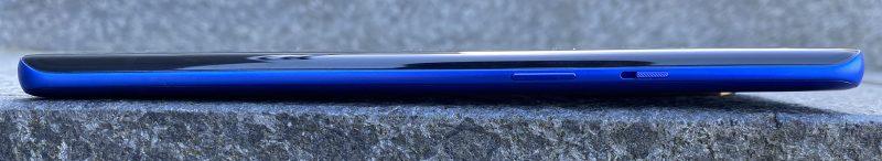 OnePlus 8 Pron oikealta kyljeltä löytyy virtapainikkeen lisäksi OnePlussan erikoisuutena pysynyt kolmiasentoinen hiljennyskytkin.