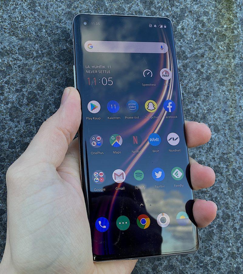 OnePlus 8 on hyvä muttei mullistava puhelin.