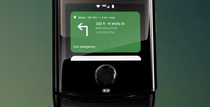 Motorola razrin kansinäyttö monipuolistuu Android 10 -päivityksessä.