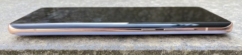 Mi 10 Pro on 8,96 millimetriä paksu eli ei aivan ohuimmasta päästä älypuhelimia.