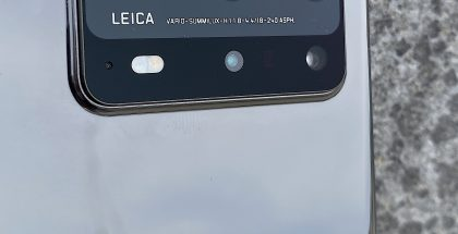 P40 Pro+:n viisi takakameraa, sisältäen periskooppirakenteisen 10x-telekameran.