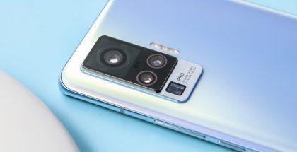 Vivo X50 Pron pääkamera on varustettu uudella gimbal-tyyppisellä kuvanvakautuksella, mikä näkyy moduulin suuressa koossa.