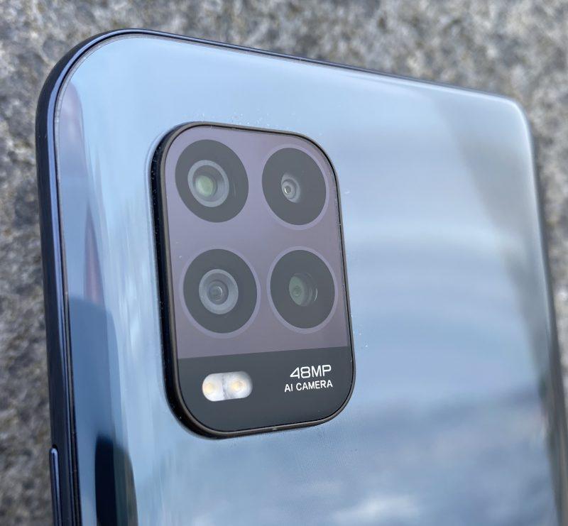 Mi 10 Lite 5G:ssä on neljä takakameraa.