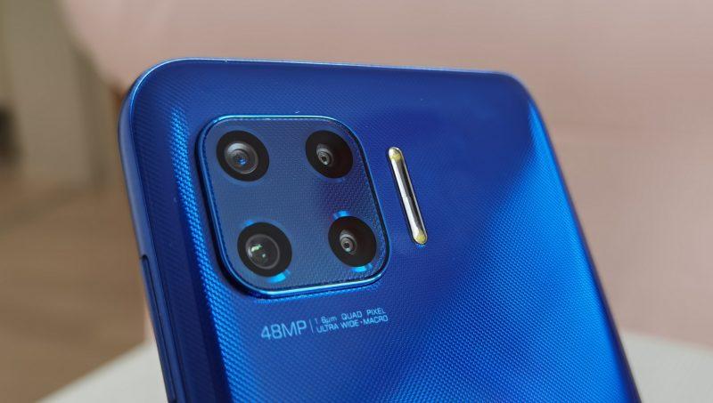 Moto G 5G Plussassa on neljä takakameraa ja LED-kuvausvalo.