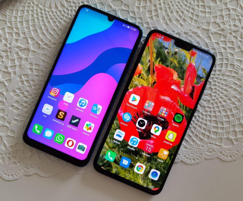 Vasemmalla kuvassa Honor 9A, oikealla honor 8X Lite, joka on samankaltainen älypuhelin Google-palveluilla.