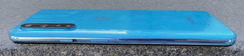 OnePlus Nordin oikealta kyljeltä löytyy myös OnePlussan tuttu kolmiasentoinen hiljennyskytkin.