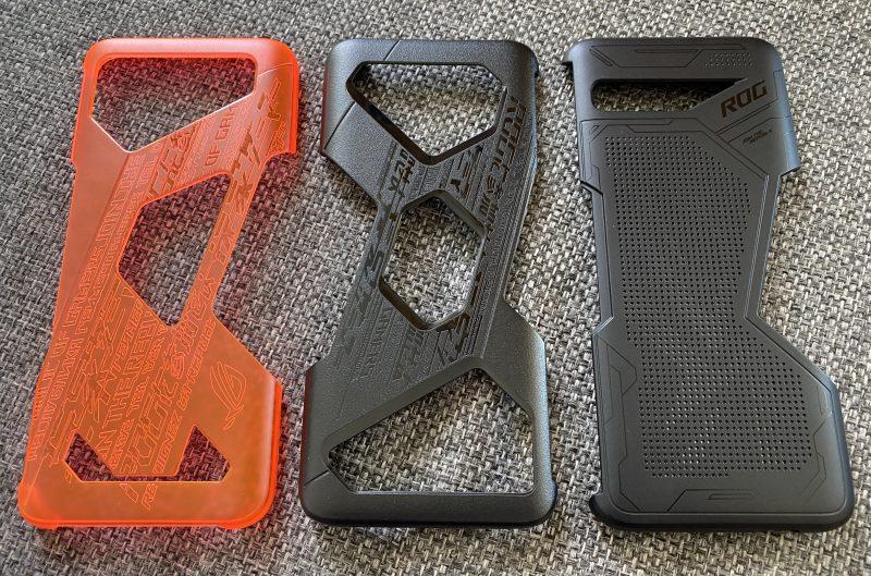 Erilaisia suojakuoria ROG Phone 3:lle. Keskimmäinen toimitetaan puhelimen mukana, vasemman puolen Aero- ja oikean puolen Lightning-kuori ovat erikseen ostettavissa.