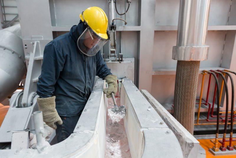 Apple on tukenut vähähiilisen alumiinin tuotantoprosessin kehitystä.