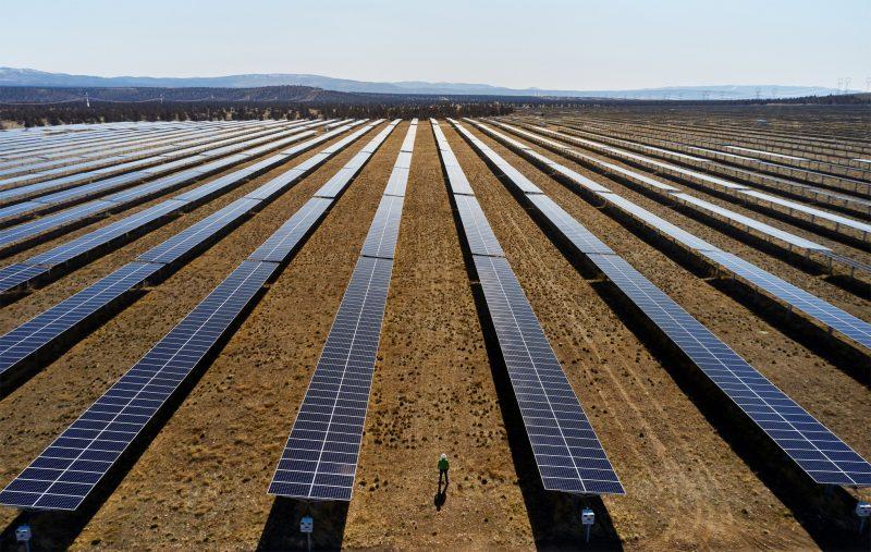 Apple on sijoittanut muun muassa uusiutuvan energian hankkeisiin, kuten aurinkopaneelipuistoihin.