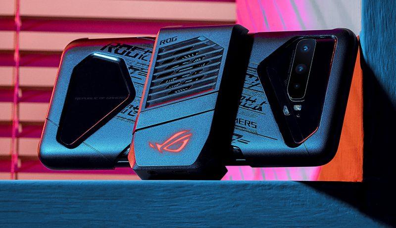 ROG Phone 3 varustettuna AeroActive Cooler 3 -lisäosalla.