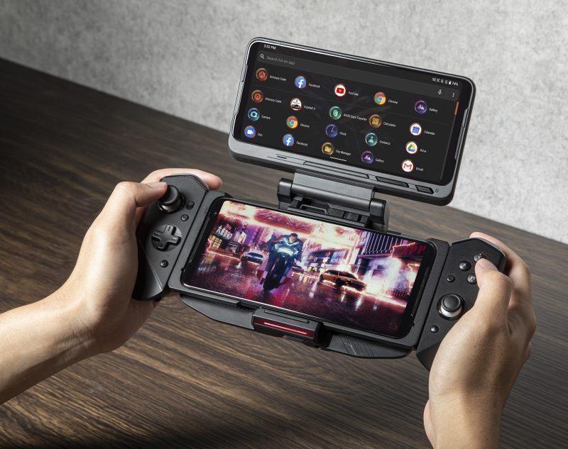 ROG Phone 3:n lisävarusteita: TwinView Dock -telakka sekä Kunai Gamepad -peliohjaimet.