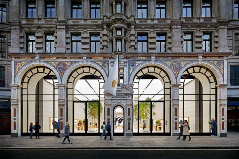 Regent Streetin Apple Store Lontoossa.