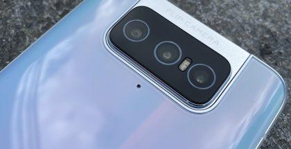 ZenFone 7 -puhelimissa on kolme kameraa. ZenFone 7 Prossa pää- ja telekamera on varustettu optisella kuvanvakaimella.