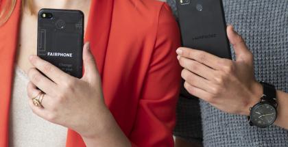 Fairphone 3+:ssa ei ole enää läpinäkyvää takapintaa kuten edeltäjässä Fairphone 3:ssa.