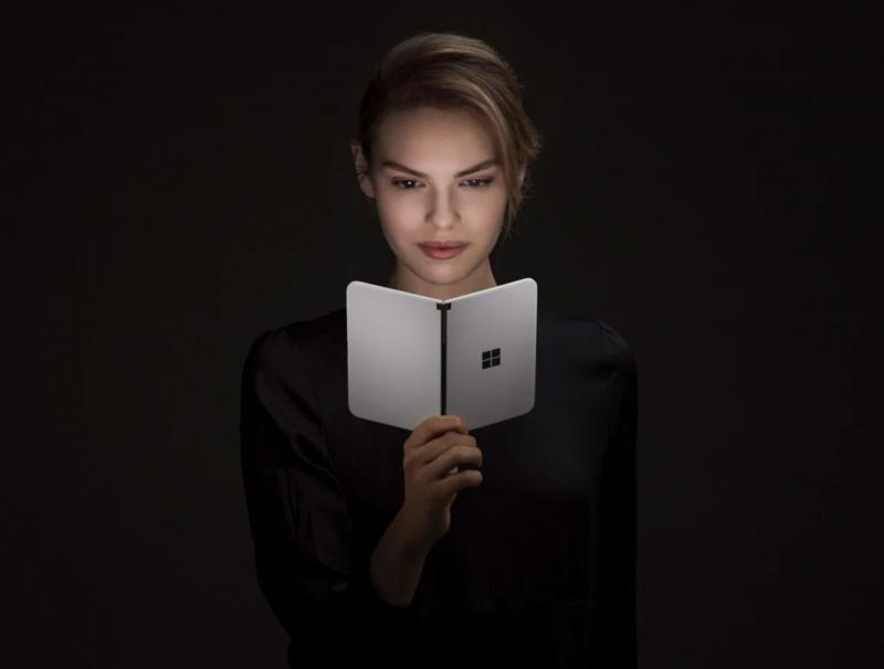 Microsoftin Surface Duo takaa.