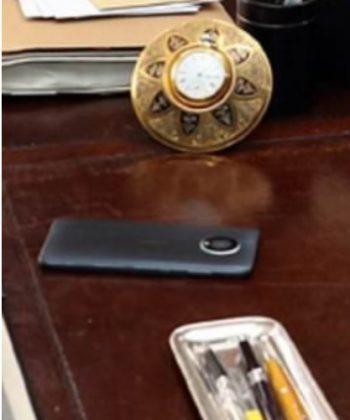 Julkistamaton Nokia-älypuhelin Bond-elokuvan kuvauksissa.