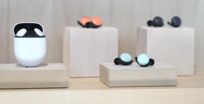 Googlen nykyisiä Pixel Buds -kuulokkeita.