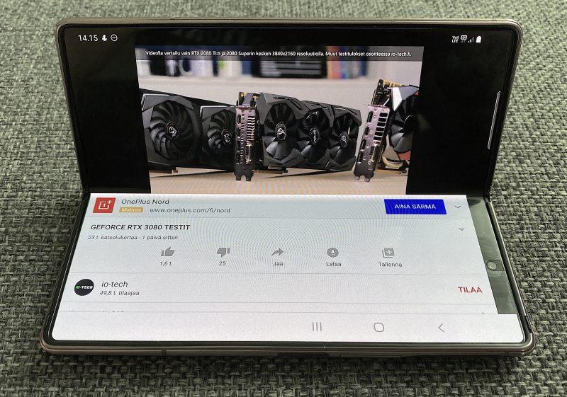 YouTubessa osittain avatun kannen näkymä toimii näin Galaxy Z Fold2:ssa.