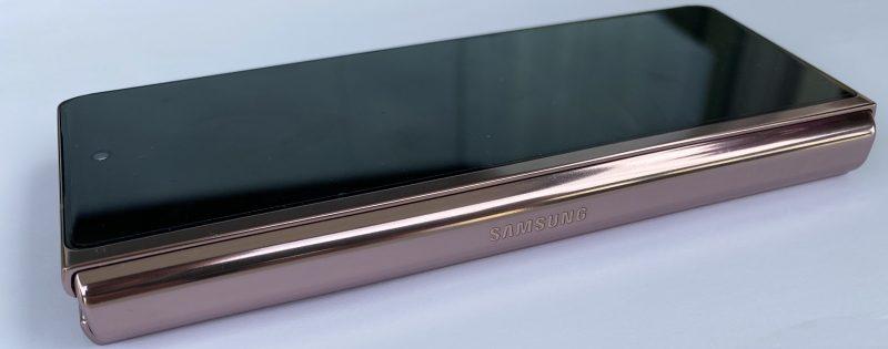 Kokonaisuutena Galaxy Z Fold2 on tyylikäs ja hienostuneesti viimeistelty.
