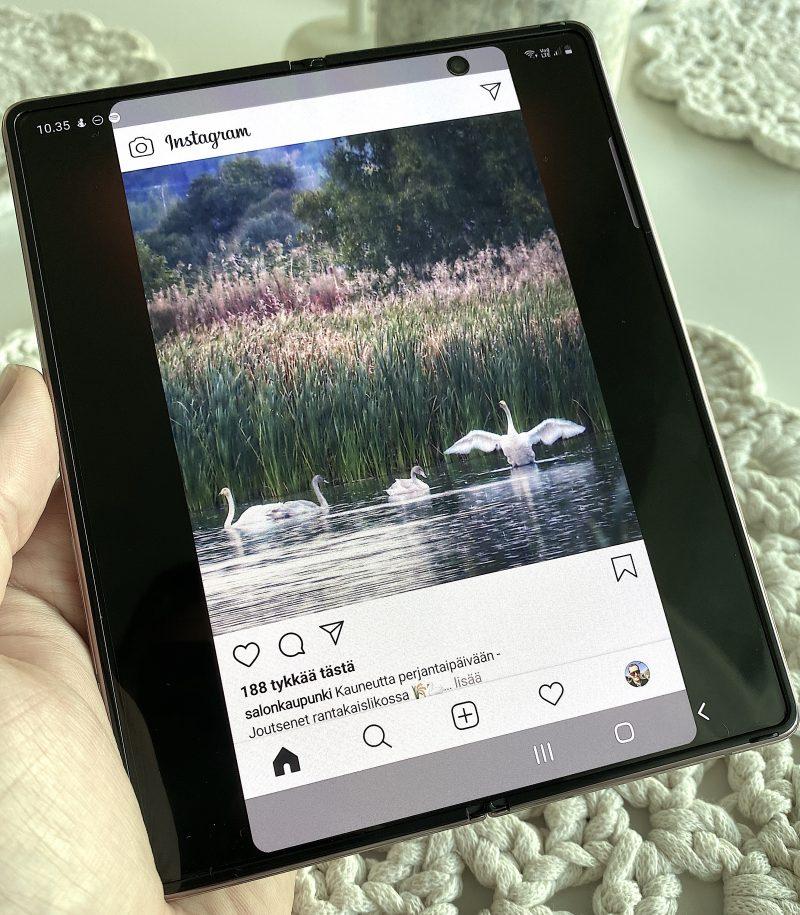 Instagram on esimerkki sovelluksesta, joka näyttää vähän rumalta Galaxy Z Fold2:n 7,6 tuuman näytöllä huolimatta siitä, ettei sovellusta ole suoraan venytetty koko ruudulle.