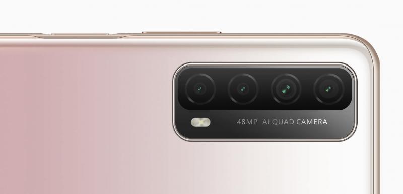 Huawei P Smart 2021:n neljä takakameraa.