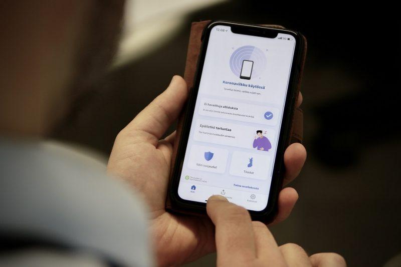 Koronavilkku-sovellus on saatavilla Android- ja iPhone-puhelimille.