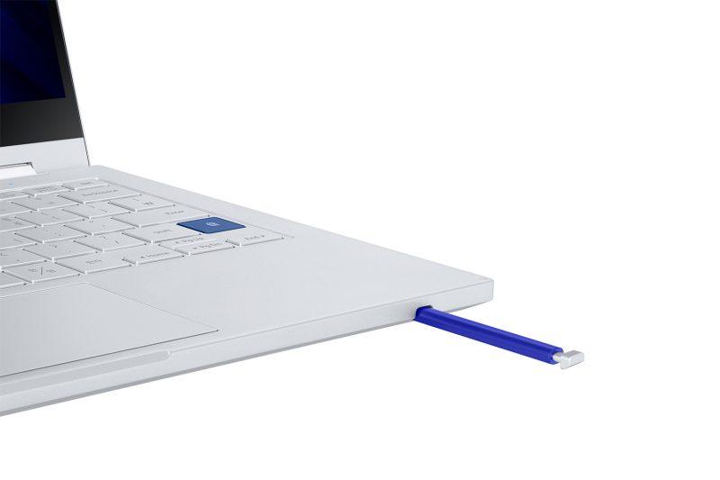 S Pen -kynälle on Galaxy Book Flex 5G:ssä myös oma säilytyspaikkansa.