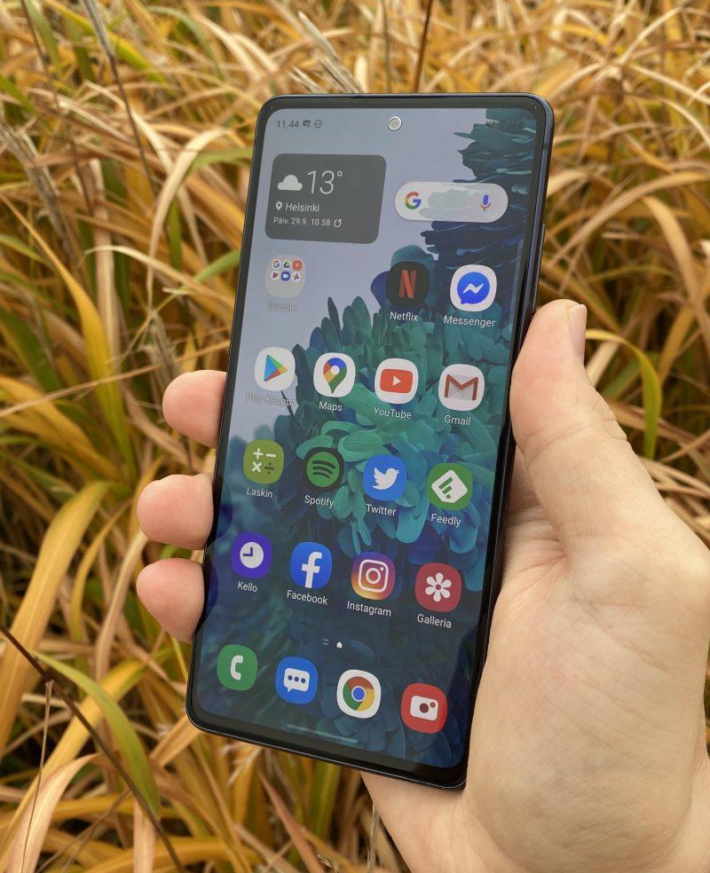 Samsung Galaxy S20 FE on kevään Galaxy S20 -huippumalleja edullisempi, mutta tarjoaa silti kattavat ominaisuudet.