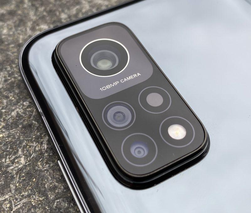 Mi 10T Prossa on kolme takakameraa.