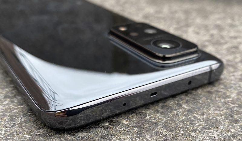 Mi 10T Pro on laadukkaalta tuntuva älypuhelin, joka on hinnoiteltu ominaisuuksiinsa nähden edullisesti.